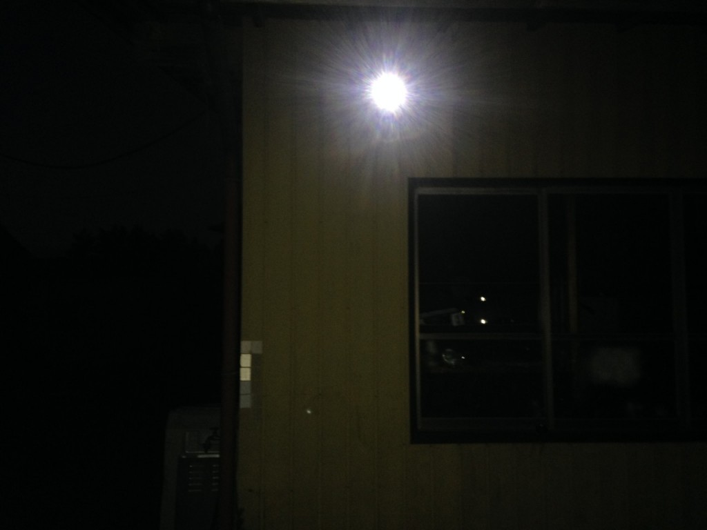 LEDセンサーライト設置